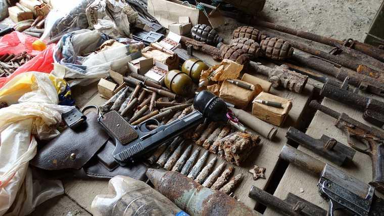 В гараже жителя Волгограда нашли мешки с костями и склад оружия. ФОТО, ВИДЕО