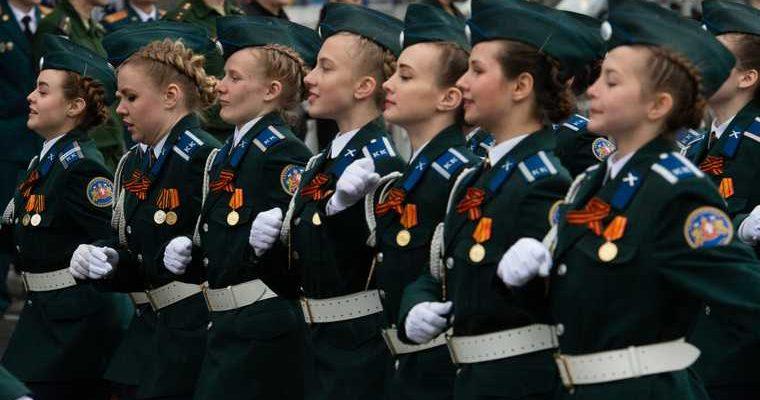продолжила маршировать девушка офицер Калининград