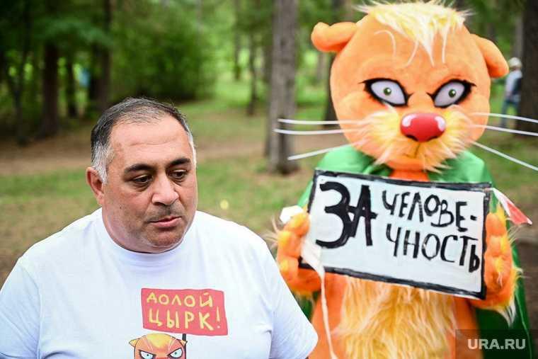 Акция «зеленых«» в Челябинском зоопарке. Челябинск