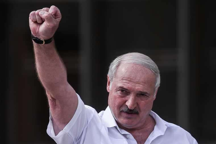 Лукашенко призвал увольнять учителей оппозиционеров
