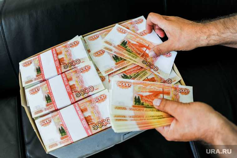 Екатеринбурженка подарила банку свыше миллиона рублей