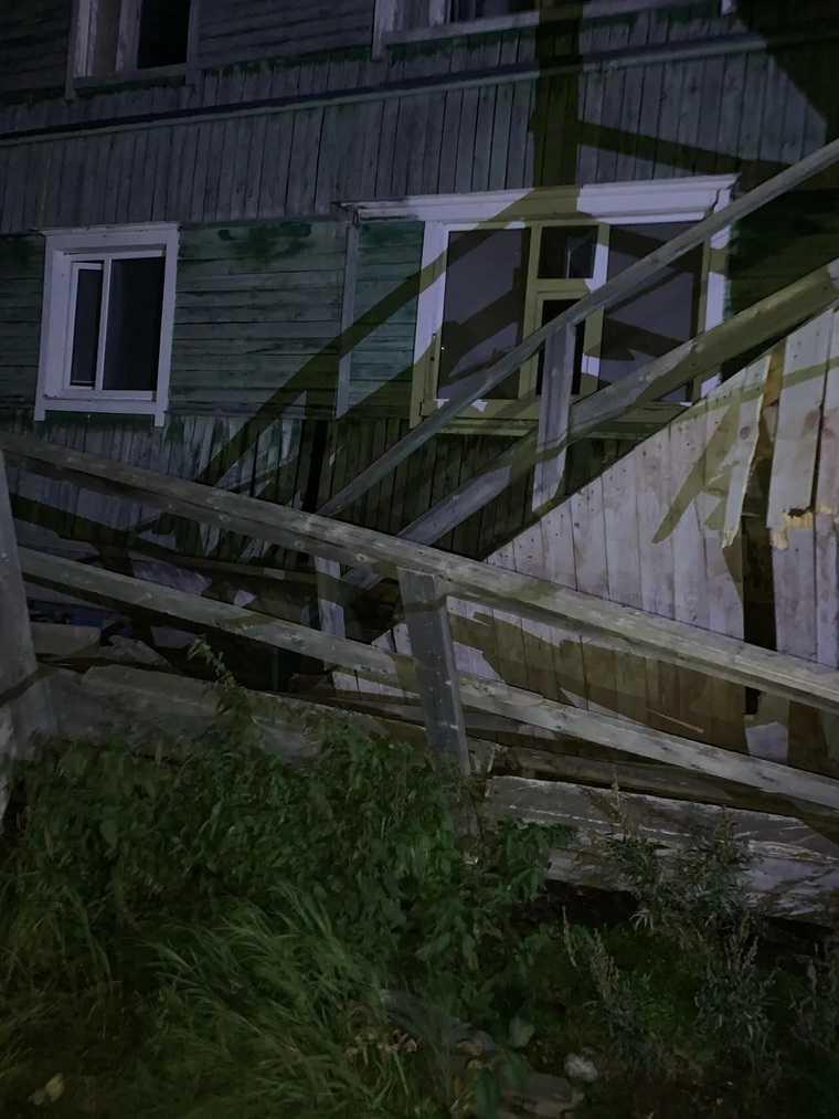 В ЯНАО обрушился жилой дом. ФОТО