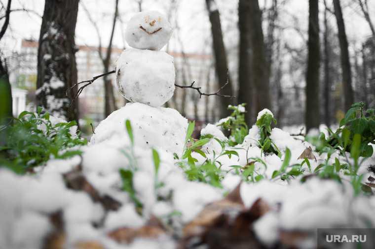 Новости хмао школьник катит снежный шар ребенок делает снеговика на дороге не смог перекатить снежный ком через проезжую часть