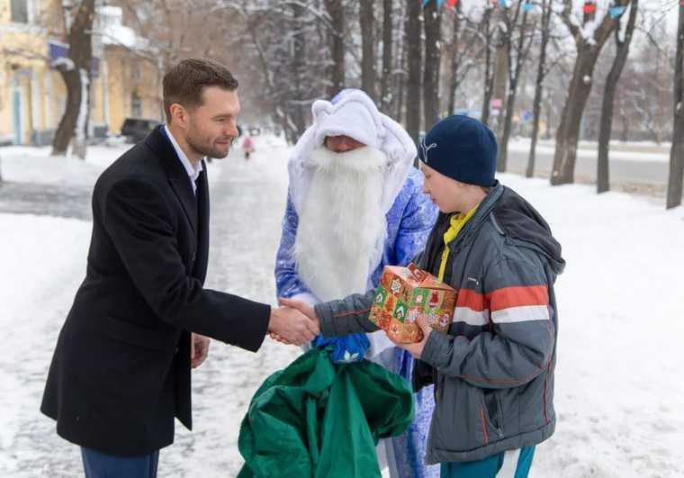 Алексей Вихарев Екатеринбург новогодние подарки