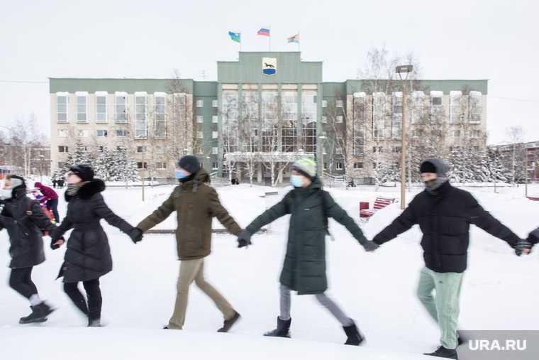 Прошел незаконный митинг в поддержку Навального — на выборы главы Сургута заявился первый кандидат — начальник полиции одного из районом покинут пост — руководителя дорожников поймали на взятке — в Когалыме расстреляли отделение полиции. Все самые интересные и важные новости ХМАО