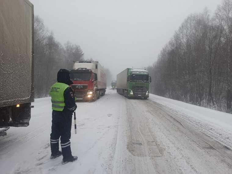 В Челябинской области федеральную трассу перекрывают из-за метели