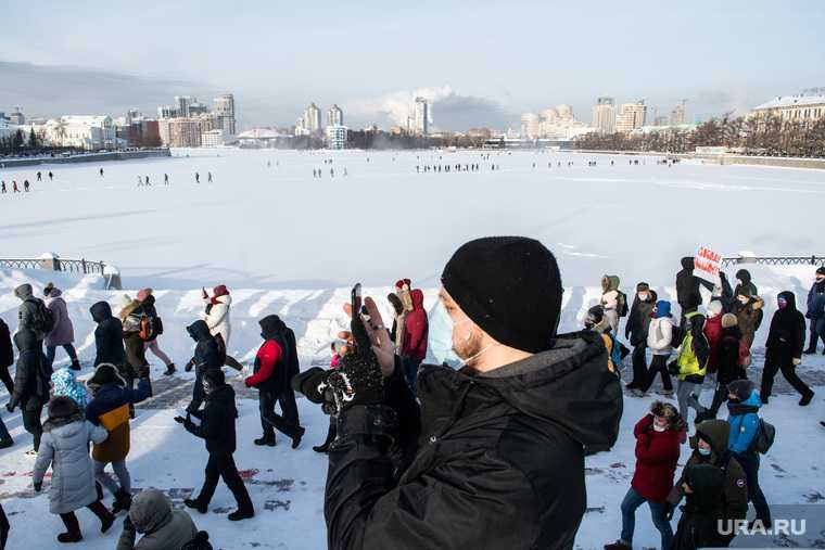 Навальный Исеть надпись снег