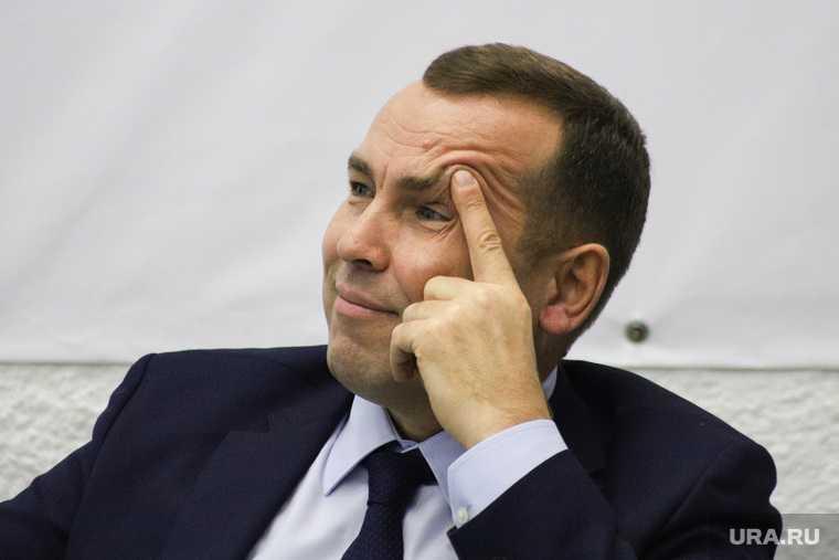 Губернатор Шумков поздравил женщин с 8 марта
