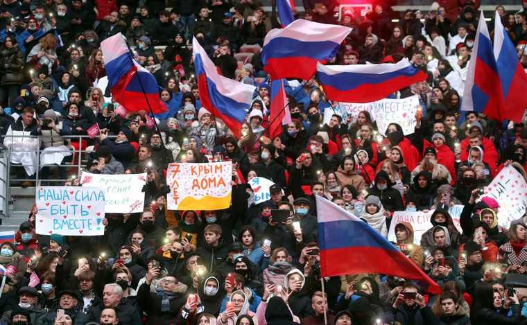 Почему Путин дважды задень обратился кроссиянам