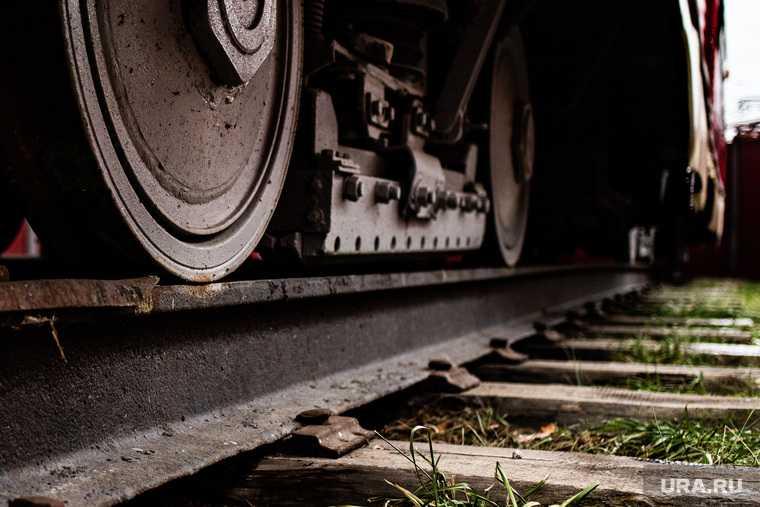 опрокинулся поезд под миассом