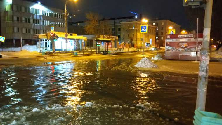 В центре Екатеринбурга затопило несколько улиц. Фото