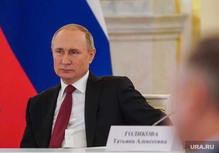 В Кремле раскрыли детали ночной встречи Путина с иностранцем