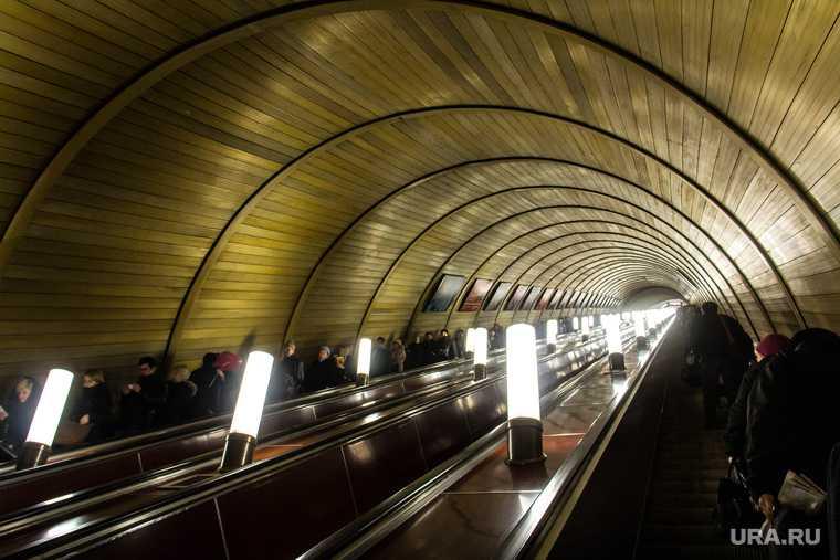 метро площадь 1905 года затянуло пассажира в эскалатор