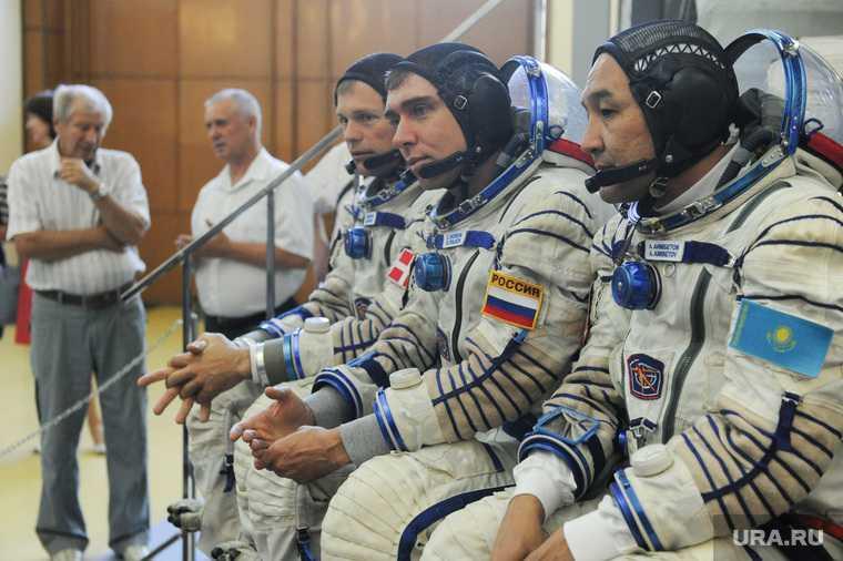 повышение оклады Россия зарплата Владимир Путин космонавты