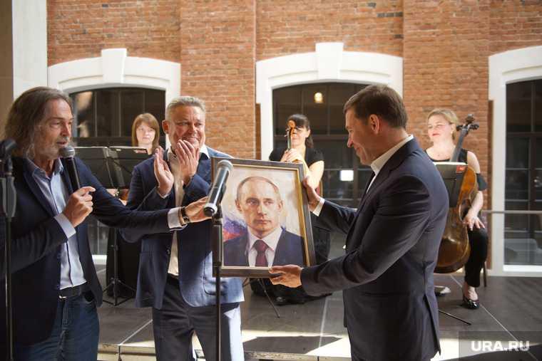 Евгений Куйвашев губернатор Свердловская область портрет Путина вручил Никас Сафронов